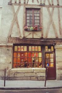 LeMaraisMood - Une maison rajeunie de plusieurs siècles - Vielle Maison du Marais Paris