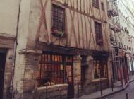 Une maison rajeunie de plusieurs siècles !